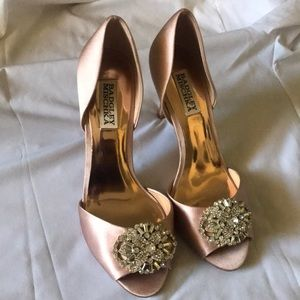 Badgley Mischka Peep Toe pump size 7